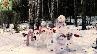 Лепим семейку снеговиков. Раскрашиваем яркими красками, украшаем арбизами.