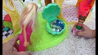 Алиса играет! Новый питомец Барби!