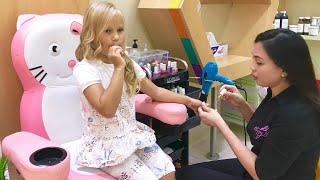 Алиса в САЛОНЕ КРАСОТЫ для детей