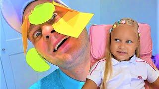 Алиса и папа играют в магазин еды и игрушек для детей