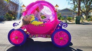 ПАПА Один с Детьми. Катаемся на Карете Принцесс. Распаковка игрушек с сюрпризами Николь