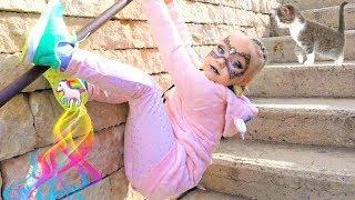 Алиса ПРИНЦЕССА пауков в парке развлечений для детей Порт Авентура