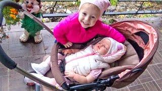 ВЛОГ У нас появился РЕБОРН Катя Играем в дочки матери Для детей про детские игрушки reborn Katy