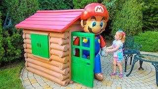 Гигантские Игрушки Щенячий Патруль и Марио в новом доме на детской площадке
