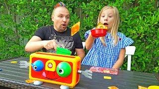 КРЕЙЗИ ТОСТЕР. Дети играют в игру Поймай меня. Николь и Алиса