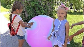 Огромный надувной Шар БАБЛ БОЛЛ играем на улице с Алисой