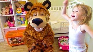 ВЛОГ Маша и Медведь летим отдыхать Отгадай город и получи видео привет Делаем покупки Детский влог