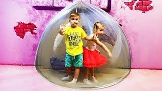 Рома и Диана весело играют на Магической площадке в Бангкоке
