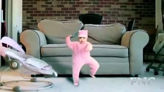 Смешные дети 1. Дети смешно танцуют.