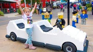 Настя в парке развлечений для детей Леголенд (Florida)