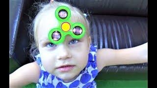 Алиса купила Фиджет СПИННЕР  Классная детская площадка Childrens Playground Alice bought a Spinner