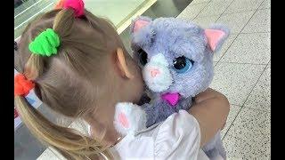 Алиса в ДЕТСКОМ МИРЕ. Много игрушек для детей!