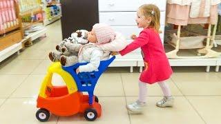 ВЛОГ Кукла Катя в детском магазине Настя КАК МАМА покупает новые игрушки для Baby doll реборн Katy
