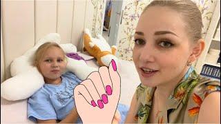 Алиса КРАСИТ НОГТИ в школу КАКОЙ ЦВЕТ ВЫБРАТЬ? Alice and colored nail Polish in school