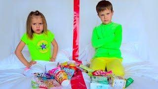 Макс и Катя не поделили конфеты и игрушки - вредные детки