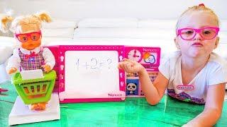 Настя и её обычный день с куклой