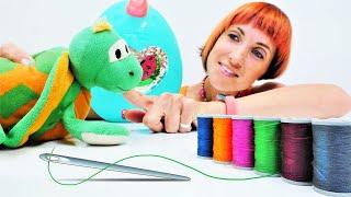 Видео для детей. Маша зашивает игрушки. Новое развивающее видео Капуки Кануки
