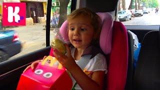 ВЛОГ Едем в Киев Покупаем в Мак Дональдс игрушки Тайная Жизнь Домашних Животных и яйца с Китая
