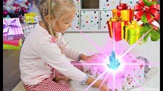 Утро Алисы в День Рождения 6 лет - Много подарков.