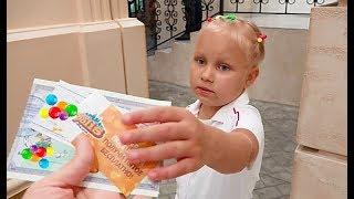Алиса СТРОИТ ДОМИК для кукол. Развлечения для детей в городе профессий