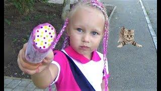 Алиса на РАЗВИВАЮЩЕМ занятии  Новые игрушки Алисы Мими Лиссы Entertainment for kids