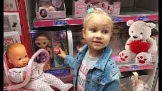 Красивая КУКЛА для Алисы в магазине игрушек