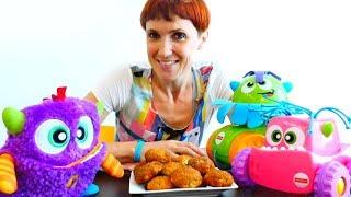 Капуки, Машинки и Монстрик готовят печенье для детей.