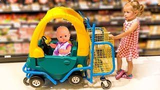 Настя играет в магазин со своей куклой! Лайк.