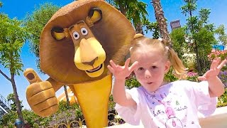 Парк для детеи Настя в гостях у Шрека и Мадагаскар Видео для детей Theme Amusement park for kids