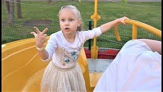 КЛАССНЫЙ парк развлечений для детей! Алиса весело покаталась на аттракционах!