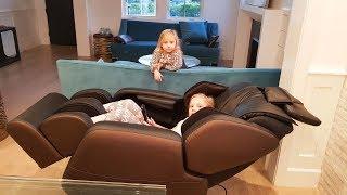 Что под кроватью у Николь и Алисы? Личный МАССАЖИСТ! Новый ЛЕТСПЛЕЙ ROBLOX