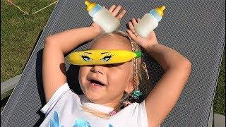 Алиса КАК МАМА ухаживает за малышами куклами
