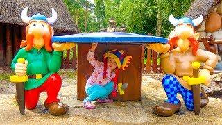 Чейз Щенячий Патруль и Настя в СУПЕР парке развлечений Kid with Paw Patrol in the Amusement park