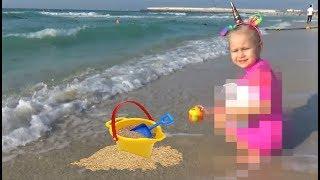 Видео По новым правилам ЮТУБА.  Едем на пляж и РЕСТОРАН для детей
