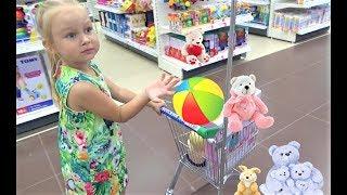 Алиса покупает ПОДАРОК на ДЕНЬ РОЖДЕНИЯ  Alice buys a GIFT for a friends BIRTHDAY