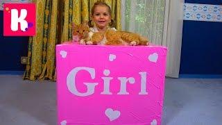 Катя и кошечка Мурка открывают большой сюрприз в коробке для девочек Кролик и граммофон для кошек