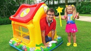 Рома и Диана. Играем в новый Домик для детей