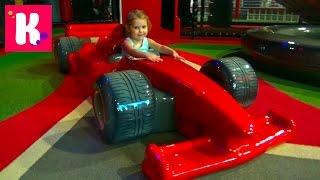 Катя в Дубаи День9 идём на детскую площадку Феррари кататься с горок Ferrari World interteinment