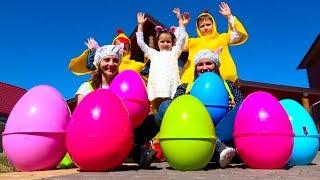 Челлендж Easter Egg Hunt. Мальчики против девочек - ищем сюрпризы в яйцах