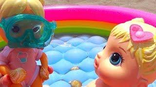 Куклы Даша и Маша на пляже купаются и играют