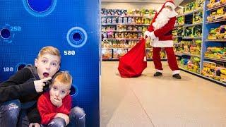 Настоящий САНТА в супермаркете покупает подарки!
