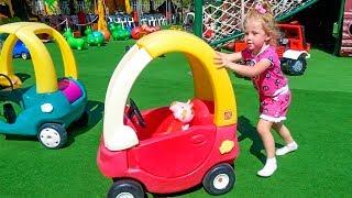 Свинка Пеппа и Настя играет на детской площадке Learn Colors with Jumping Peppa Pig playground