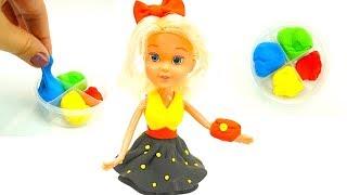Распаковываем игровой набор с куклой и пластилином