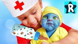 Голодная кукла Аватар плачет.