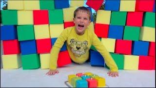 Разыграли Мистера Макса! Засыпали комнату цветными кубиками! 9 миллионов подписчиков