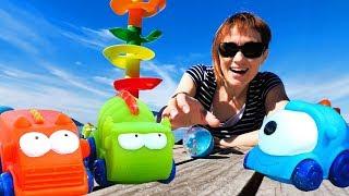 Игры в машинки с Машей Капуки Кануки