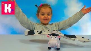 Летающая корова распаковка игрушки цепляем к потолку Flying cow  toy and play