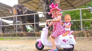 Вредные Детки Настя в зоопарке Видео для детей Bad Baby rides in the zoo Funny video for kids